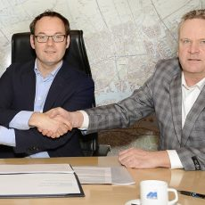 © Peter Farla - het contract is getekend